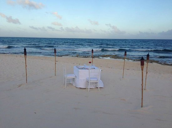 Valentin Imperial Riviera Maya: dinner on the beach
