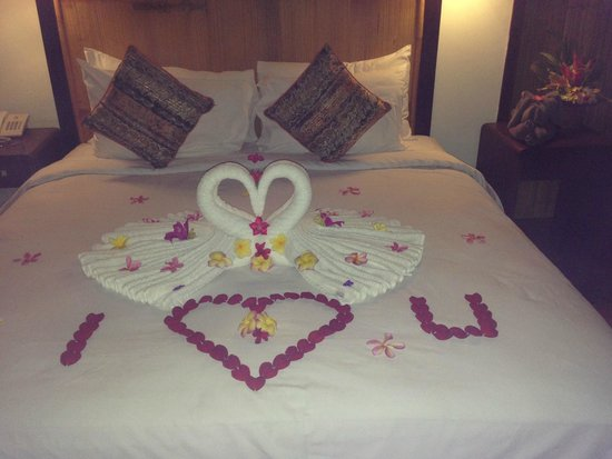 Angin Sepoi Resort: a lovely surprise on returning to our room one night!
