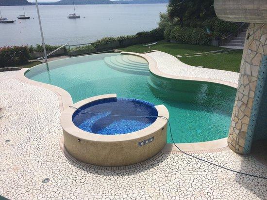 Mon Bay Villa B&B: La piscina