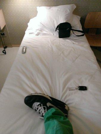 NU Hotel Milano: Tiny single bed! :-(