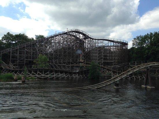 Efteling: Joris en de Draak wooden roller coaster