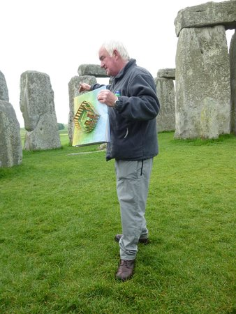 Anderson Tours : Pat explaining how Stonehenge would have looked when built