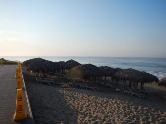 Secrets Puerto Los Cabos Golf & Spa Resort: Palapas on beach