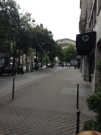 Hôtel Cécilia Paris Arc de Triomphe : Near the Arc