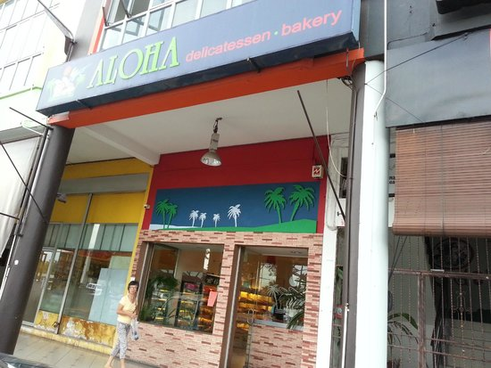 Aloha delicatessen.bakery: the shop itself
