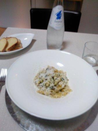 Garibaldi Undici: Primo: penne con zucchine e salsiccia.