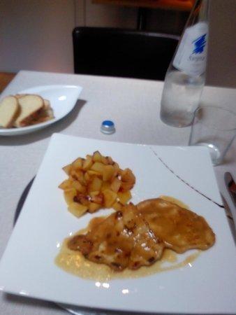 Garibaldi Undici: Secondo: scaloppina di pollo con patate al forno.
