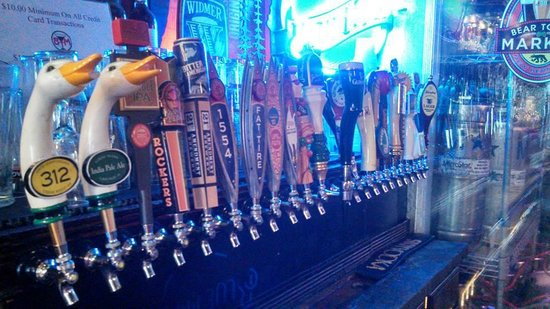 Beer Town Market & Beer Garden: Large selection of craft beers on tap