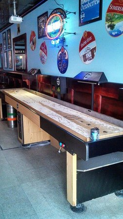 Beer Town Market & Beer Garden: Shuffleboard and pool table