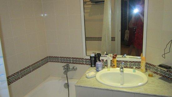 Dreams Beach Hotel : ванная комната