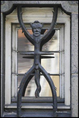 Copenhagen Free Walking Tours: Window bars