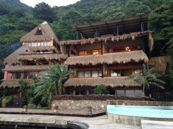 Laguna Lodge Eco-Resort & Nature Reserve: Hotel from dock