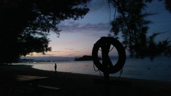 Manukan Island Resort: 早朝のビーチ