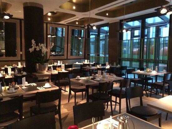 Hotel Indigo Berlin – Centre Alexanderplatz: dining area
