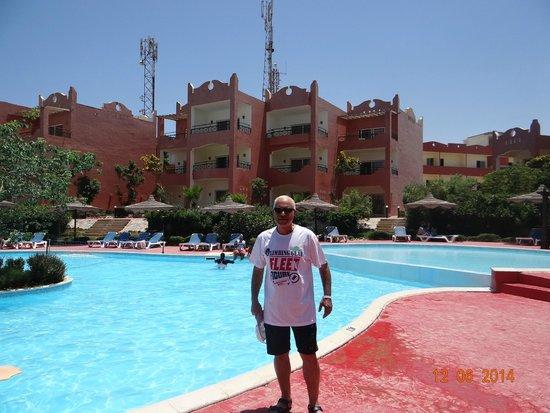 Aqua Hotel Resort & Spa: عند حمام السباحه