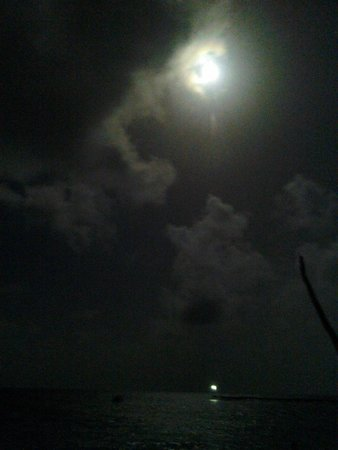 Royal Caribbean Resort: The full moon over the water was spectacular!