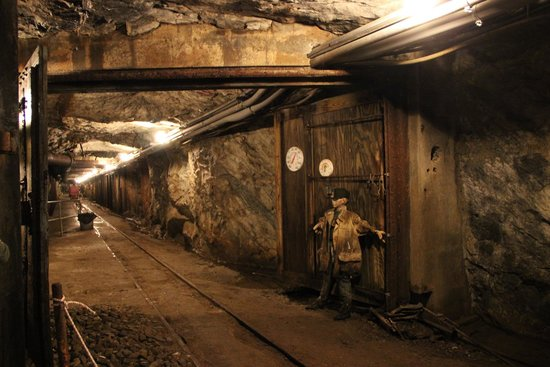 Sterling Hill Mining Museum: In the mine