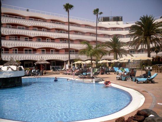 Sol Barbacan Hotel: piscina centrale