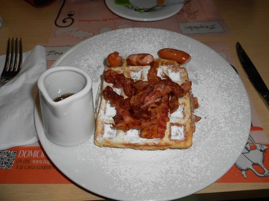 Bagatelle: WAFFLES WITH BACON AND SAUSAGE