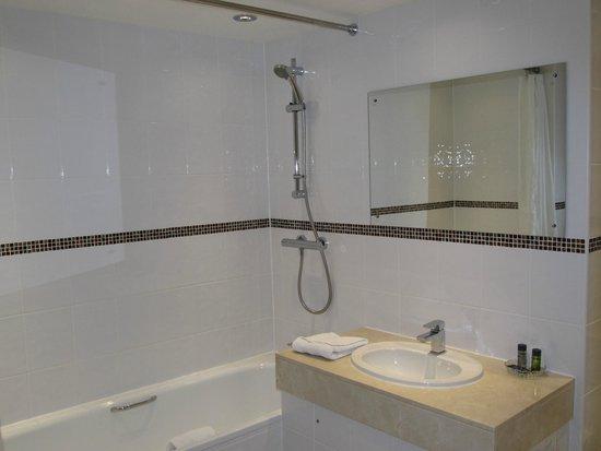 Best Western Heath Court Hotel: Double Bathroom