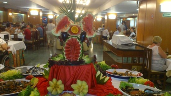 Hotel Oasis Park: lovely display of food.