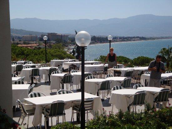 Hotel Fantasia Deluxe: Terrasse restaurant