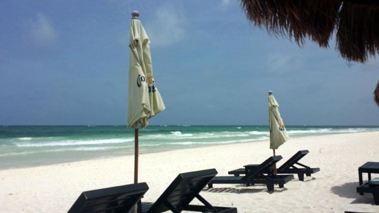 Om Tulum Hotel Cabanas and Beach Club: Beach view