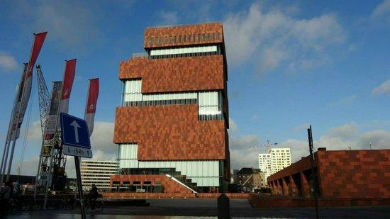 MAS - Museum aan de Stroom: 1