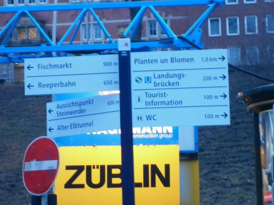 Alter Elbtunnel : The Signpost