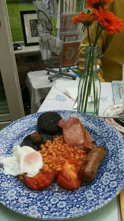 The Bluebell Cafe at Barrowmore: Nice English traditional breakfast