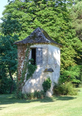 Chateau le Tour: Little house in the garden