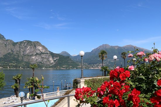 Grand Hotel Villa Serbelloni: Beautiful view from the front entrance of the hotel