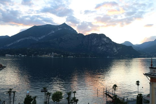 Grand Hotel Villa Serbelloni: One more sunset with some nice color on the water