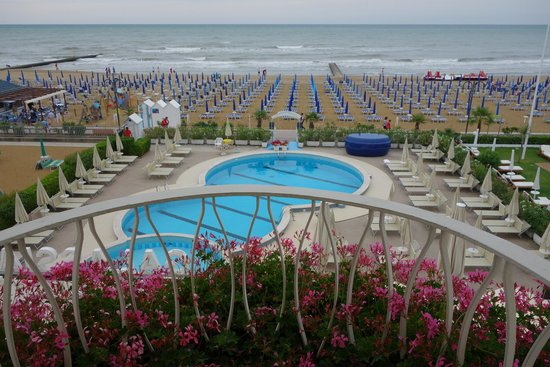 Hotel Galassia: Pool and beach