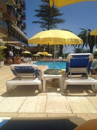 Estoril Eden Hotel: Bild från poolen