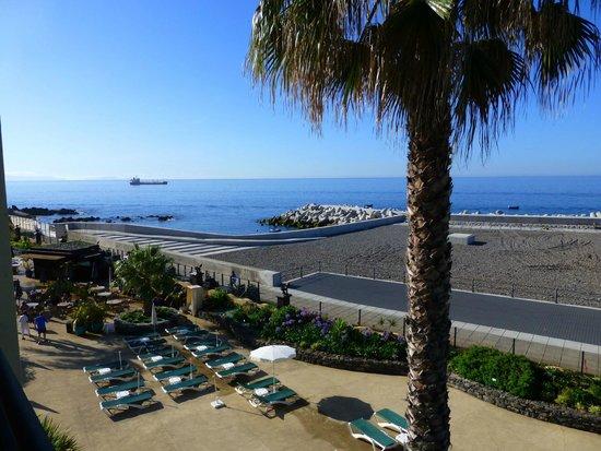 Porto Santa Maria Hotel: New Beach looking East