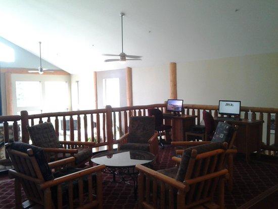 Best Western Plus Valemount Inn & Suites: Upstairs lobby area