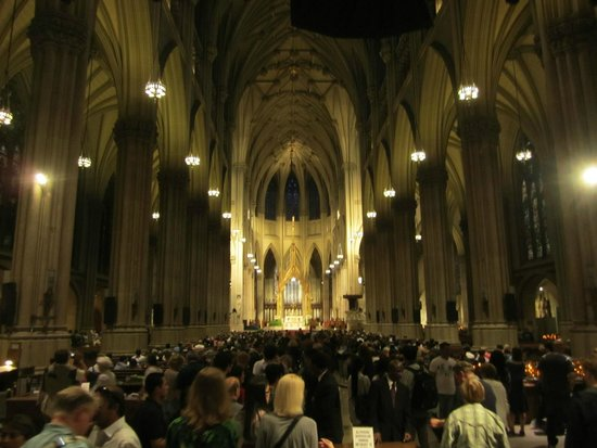 St. Patrick's Cathedral: Down the aisle