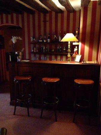 Hôtel la Résidence du Berry: Bar