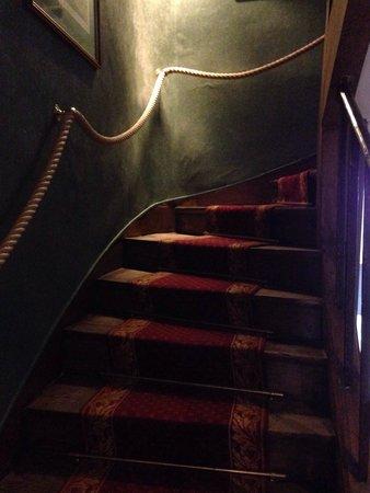 Hôtel la Résidence du Berry: Stairs