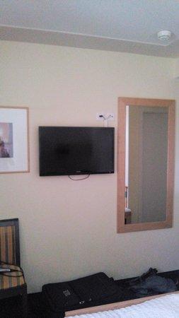 Hotel Victoria-Lauberhorn: Fernseher
