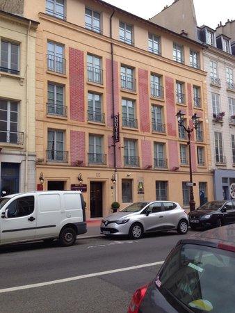 Hôtel la Résidence du Berry: Front of hotel