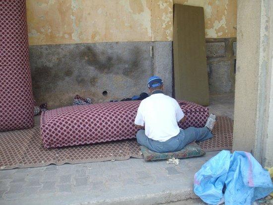 Médina de Meknès : Meknes Medina - furniture builder