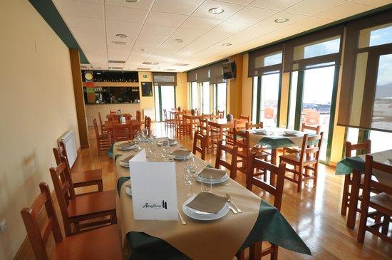 Riosa Municipality, İspanya: Bar - Restaurante