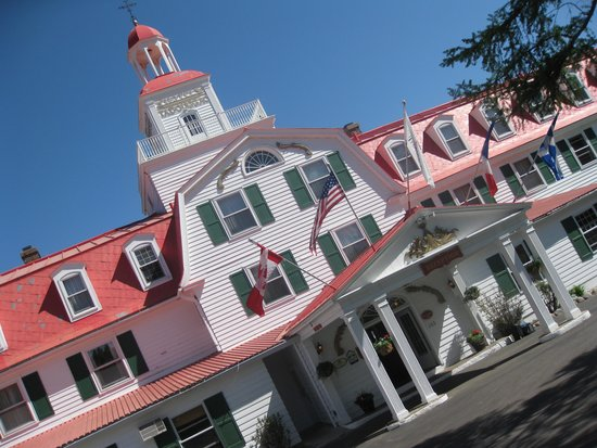 Hotel Tadoussac : Front of Hotel