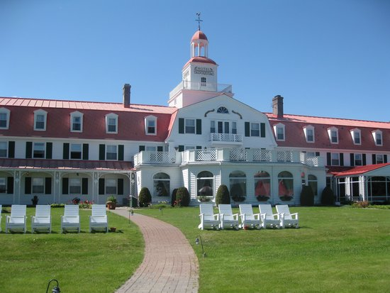 Hotel Tadoussac : Part of the grounds