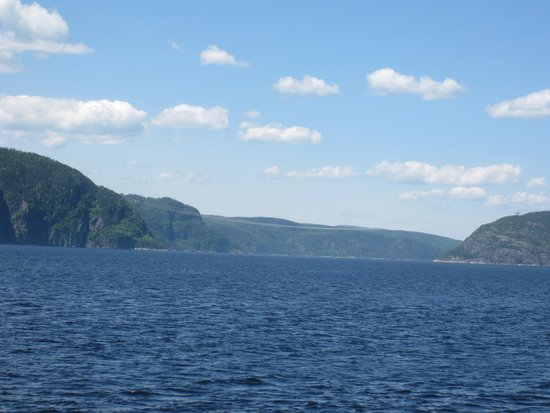 Hotel Tadoussac : More view on the water