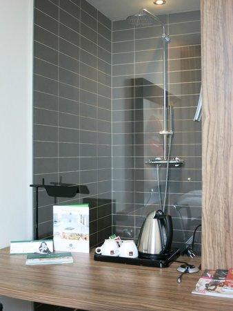 Hampshire Designhotel - Maastricht: Shower cubicle