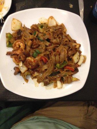Thai Valley Kitchen: Drunken Noodles