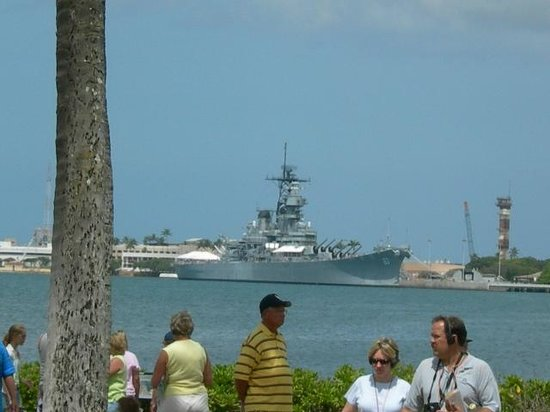 Hilton Hawaiian Village Waikiki Beach Resort: Battleship Row- Arizona Memorial